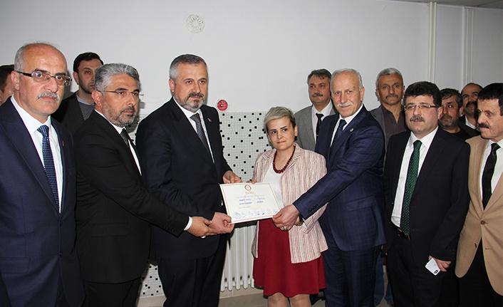 Bafra Belediye Başkanı seçilen Kılıç mazbatasını aldı