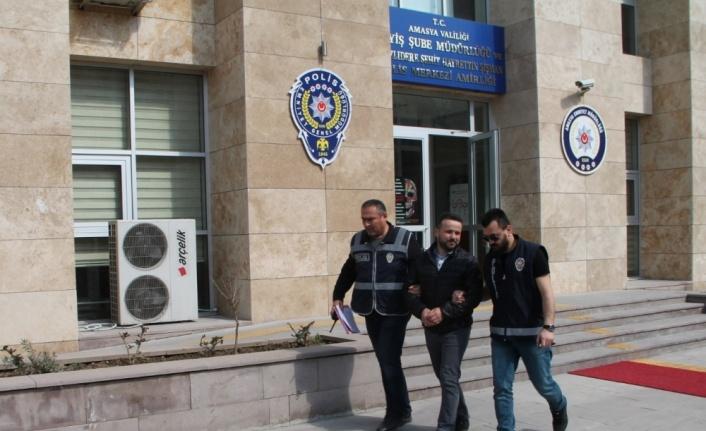 Cezaevi firarisi namazda polislerin önünde saf tutunca yakalandı