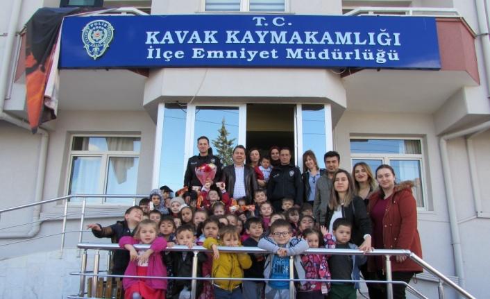 Kavak'ta minik öğrencilerden Emniyet Müdürlüğüne ziyaret