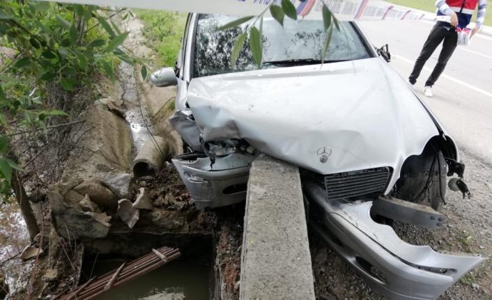 Amasya'da otomobil su kanalına çarptı: 1 ölü
