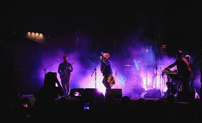 Athena ile Aslı Gökyokuş Samsun'da konser verdi