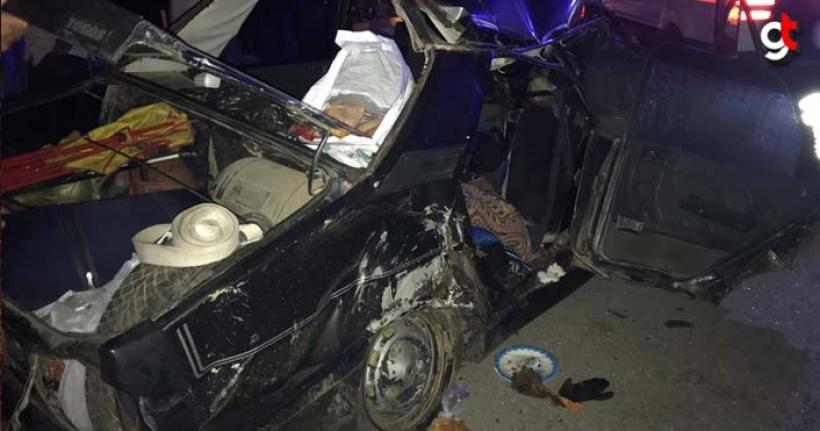 Otobüs ile çarpışan araç pert oldu, 5 yaralı