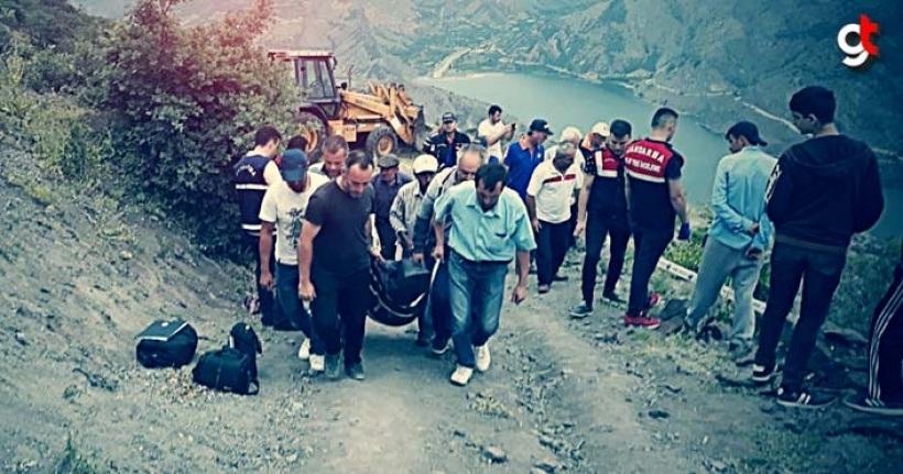 Traktör uçuruma yuvarlandı, 3 kişi öldü, 1 kişi ağır yaralandı