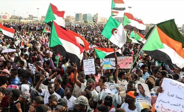 Sudan'da 5 protestocu keskin nişancı ateşiyle öldü