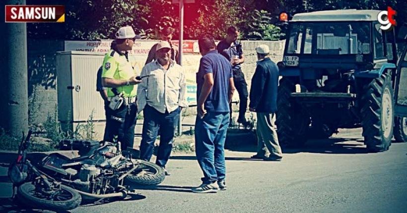 Traktör ile motosiklet çarpıştı 1 yaralı