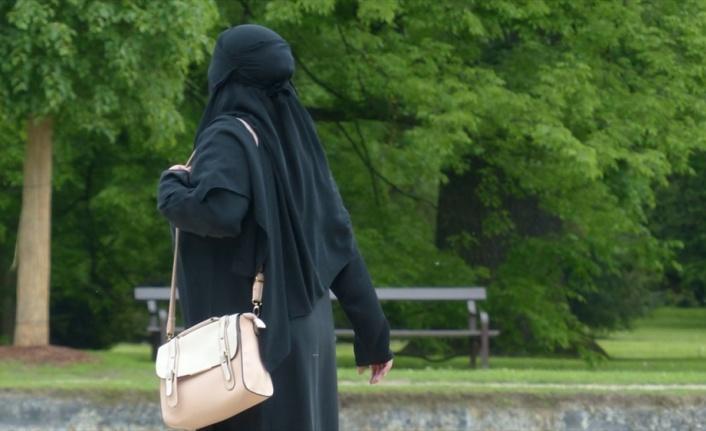 Hollanda'da burka yasağına tepkiler sürüyor