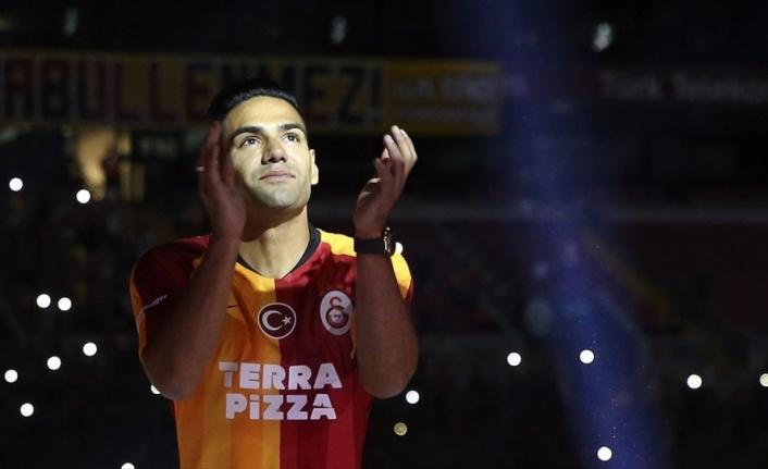 Galatasaray'da görkemli imza töreni
