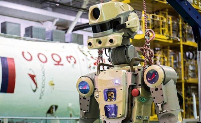 Görevini uzayda tamamlayan insansı robot dünyaya döndü