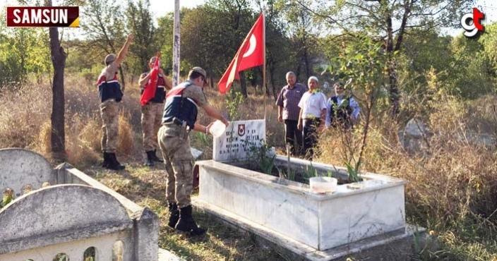 Jandarma, Vezirköprü'de şehit mezarına bakım yaptı