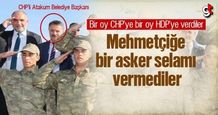 Atakum Belediye Başkanı CHP'li Cemil Deveci, Mehmetçiğe asker selamı vermedi