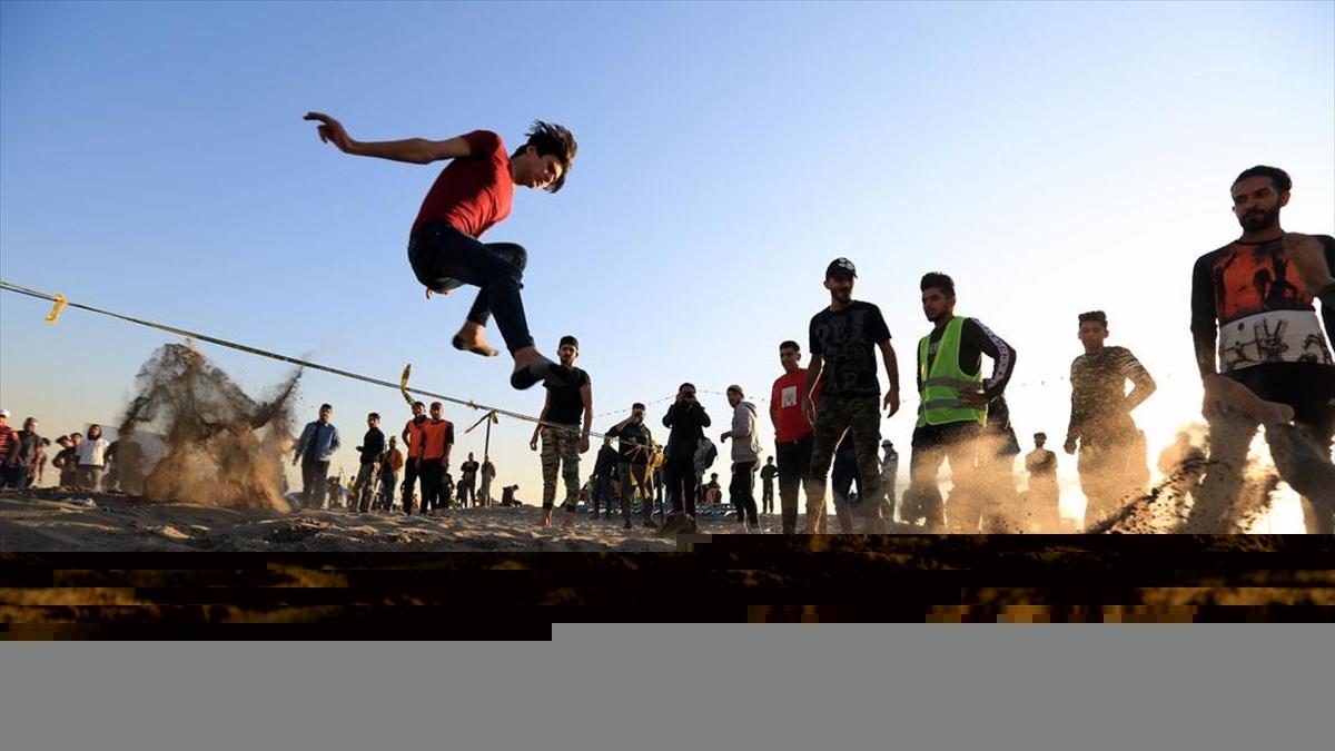 Bağdat'ta göstericiler şiddetin bitirdiği sosyal hayatı canlandırıyor