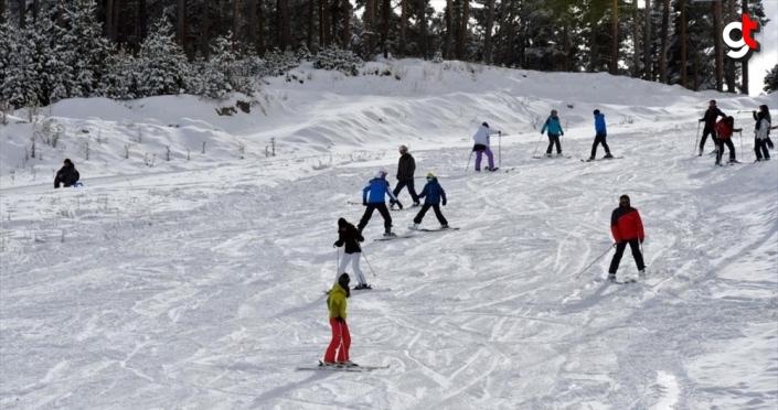 Cıbıltepe Kayak Merkezi'nde kayak sezonu açıldı