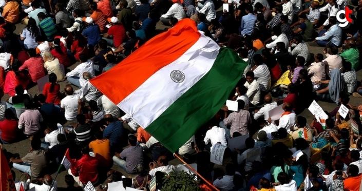 Hindistan'da gösteri düzenlemek isteyen öğrencilere polis izin vermedi