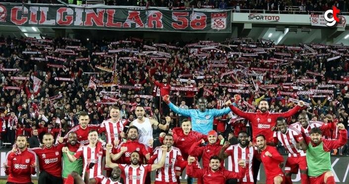 Lider Sivasspor'un '58 bilet' kampanyasına destek büyüyor