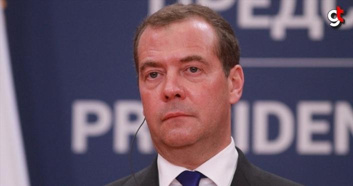 Rusya Başbakanı Medvedev: Ukrayna ile imzalanan gaz anlaşması ulaşılması gereken bir fedakarlıktı