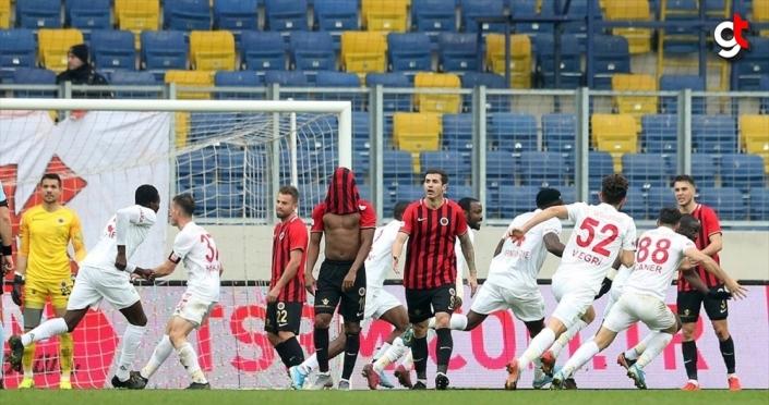 Süper Lig'in ilk yarısındaki uzatma dakikaları nefes kesti