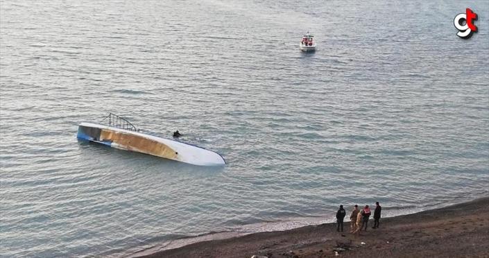 Van Gölü'nde düzensiz göçmenleri taşıyan tekne battı: 7 ölü