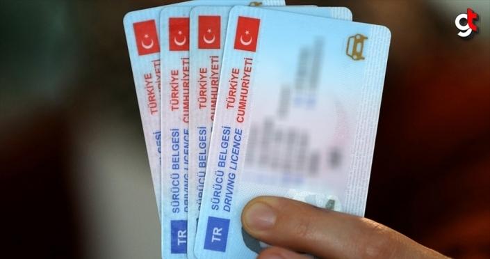 Eski tip sürücü belgelerinin değiştirilme süresi 2022'ye kadar uzatıldı