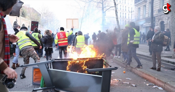 Fransa'da emeklilik reformuna karşı gösterilerde 11 kişi gözaltına alındı