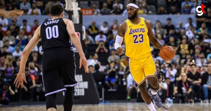 Lakers, LeBron James'in 'triple-double' yaptığı maçta Pistons'ı yendi