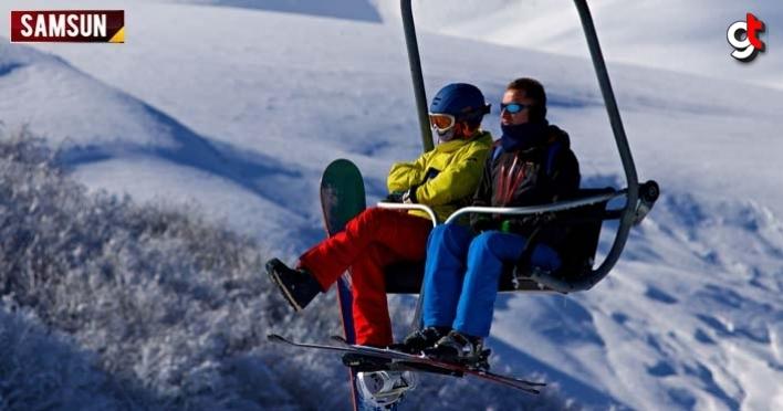 Samsunlular, kar keyfini Akdağ Kayak Merkezi'nde çıkardı