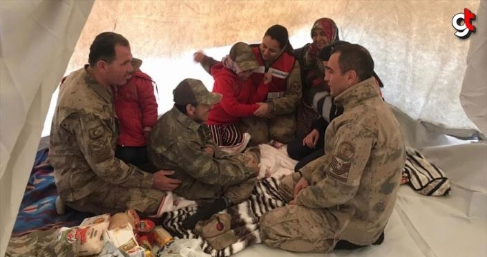 Elazığ'da jandarmadan engelli depremzedeye sürpriz