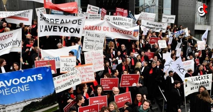 Fransa'da avukatlardan emeklilik reformu protestosu