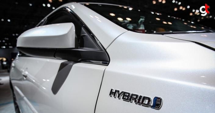İngiltere'de hibrit dahil fosil yakıtla çalışan araçların satış yasağı 2035'e çekildi
