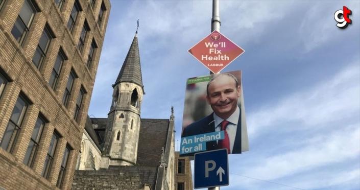 İrlanda'da erken genel seçimde 3 parti yarışı başa baş götürüyor