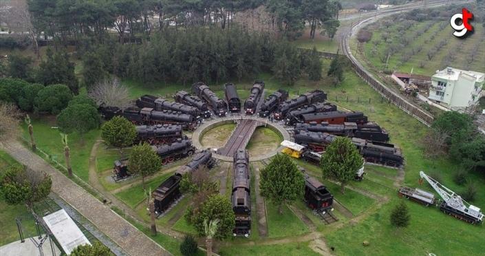 'Kara trenler' müzede ziyaretçi çekiyor
