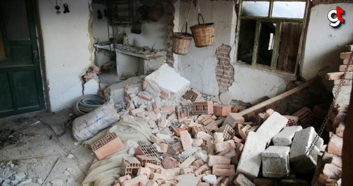 Manisa'daki depremde 305 ağır hasarlı yapı-konut tespit edildi