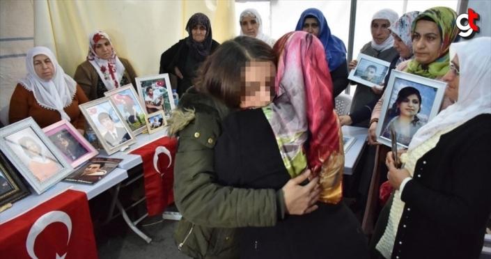 Teröristlerden kaçıp güvenlik güçlerine teslim olan kız Diyarbakır annelerini ziyaret etti