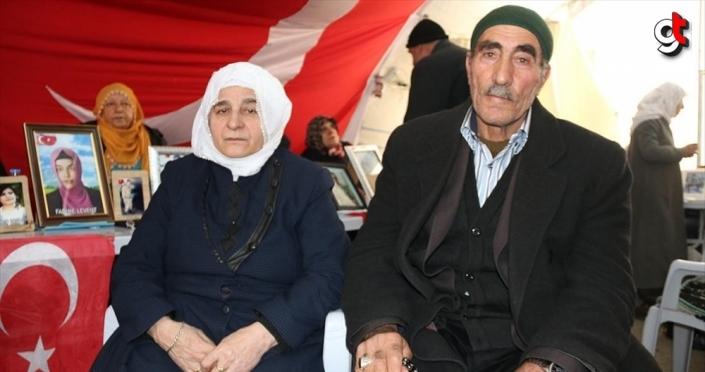 Terörün pençesinden oğullarını kurtaran aile sevinçlerini Diyarbakır anneleriyle paylaştı