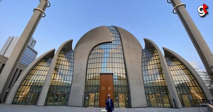 Almanya'nın Köln kentinde ilk kez hoparlörden akşam ezanı okundu