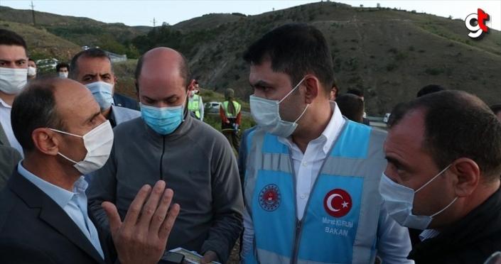 Bakan Kurum Elazığ'daki depremin merkez üssü Sivrice ilçesinde incelemelerde bulundu