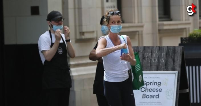 İngiltere'de erkeklerin kadınlardan daha az maske taktığı belirlendi