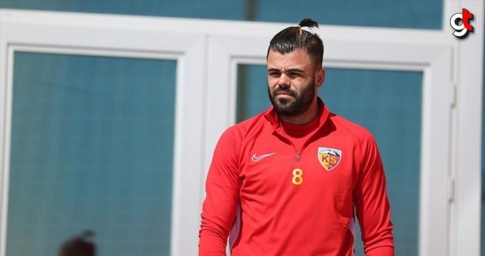 Kayserisporlu futbolcu Hasan Hüseyin Acar: Bana göre TFF'nin devam kararı yanlış