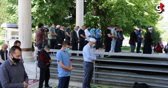 Kuzey Makedonya'da camiler yaklaşık iki ay aradan sonra cemaatle ibadete açıldı