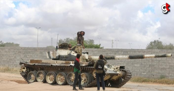 Libya ordusundan Hafter milisleri ve paralı askerlerin mevzilerine topçu atışı