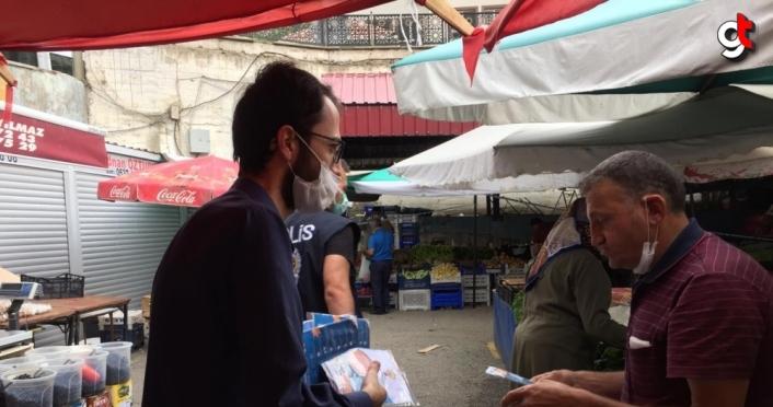 AK Parti Gümüşhane'de vatandaşlara 5 bin maske dağıttı