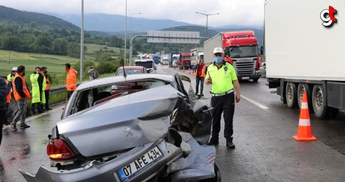Anadolu Otoyolu'nda meydana gelen zincirleme kaza trafiği aksattı