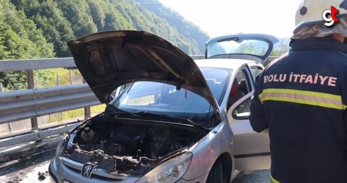 Anadolu Otoyolu'nda seyir halindeki otomobilde çıkan yangın söndürüldü