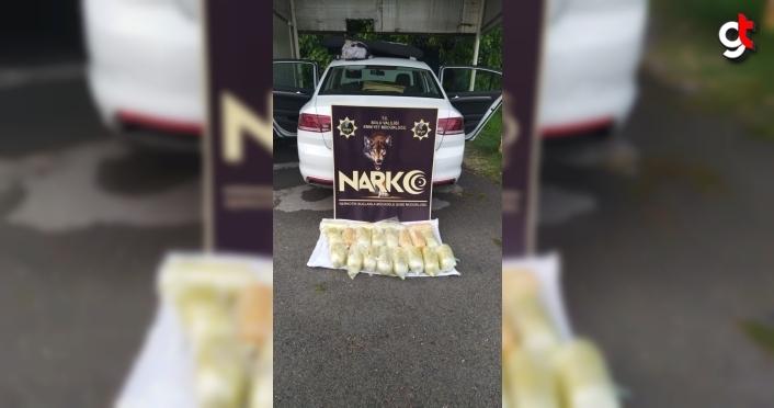 Bolu'da otomobilde yapılan aramada 22 kilogram uyuşturucu bulundu