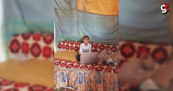 Çorum'da yaylada hayvan otlatan Medine'ye dizüstü bilgisayar hediye edildi