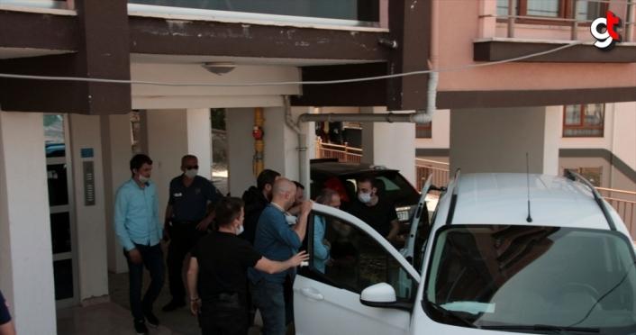 Eşini silahla yaralayarak rehin alan kişiyi polis ikna etti