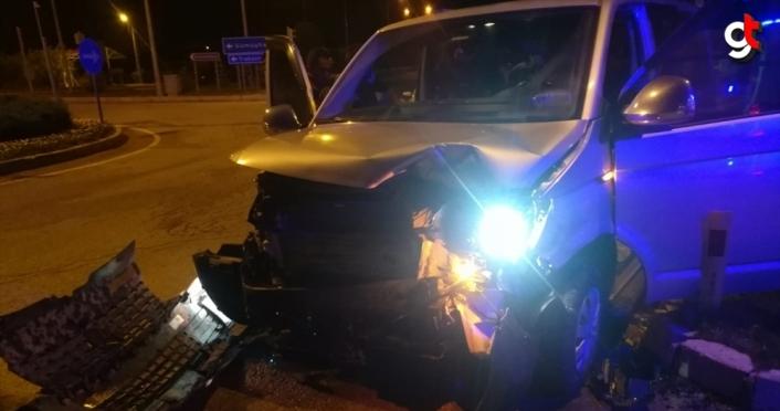 Gümüşhane'de otomobil ile minibüs çarpıştı: 11 yaralı