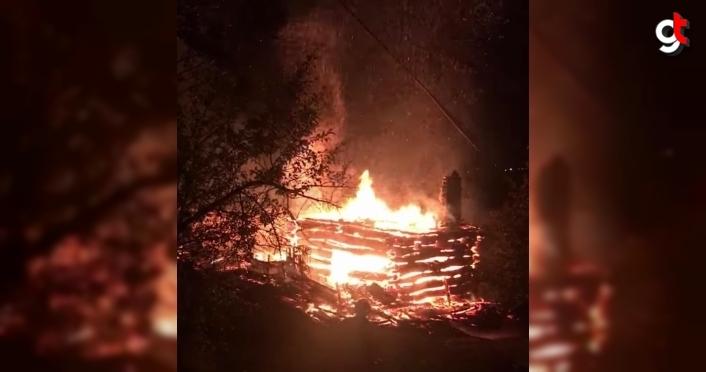 Karabük'te iki katlı ahşap ev yandı