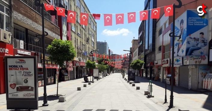 Karabük'te sokağa çıkma kısıtlamasında park ve caddeler sessizliğe büründü
