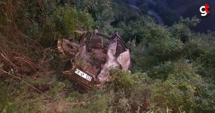 Karabük'te uçuruma yuvarlanan otomobilin sürücüsü ağır yaralandı