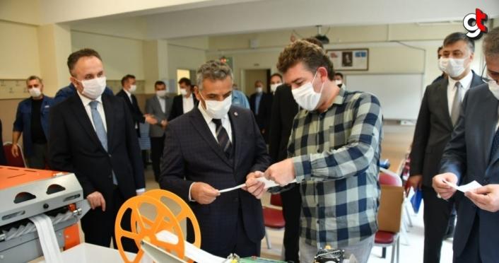 Öğretmenler LGS'ye girecek öğrenciler için 54 binden fazla maske üretti